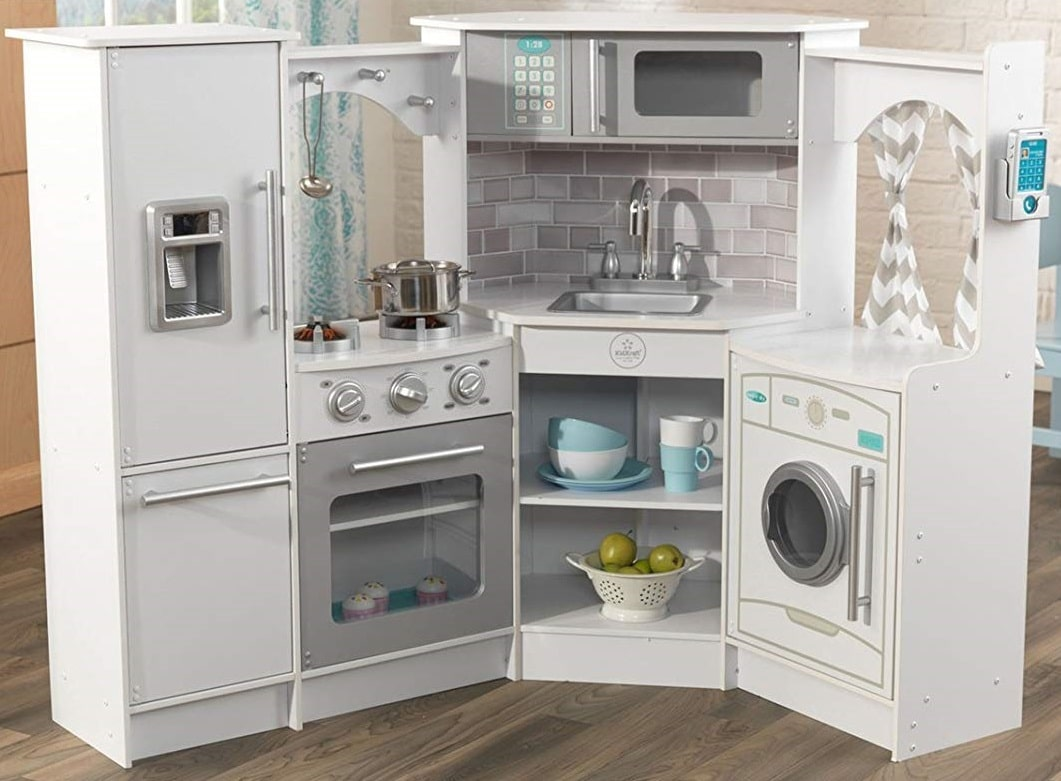 10 Best Play Kitchens to Get for Your Child - A Mom\'s Guide ...